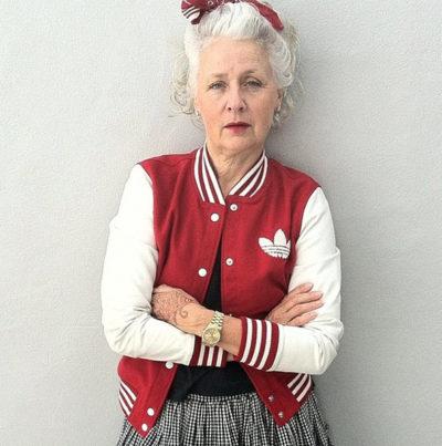 Moda é para todos: Com chapéus e certa extravagância, modelos mais velhas mostram que moda é liberdade de expressão