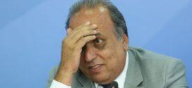 Pezão diz a repórter que pode sair do governo para tratar da saúde