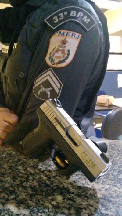 Pistola estava dentro de carro que foi perseguido pela polícia