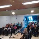 Explicação: A Controladora Geral Maria Elisa Marins (falando ao microfone) apresenta dados sobre arrecadação própria em audiência pública realizada na semana passada