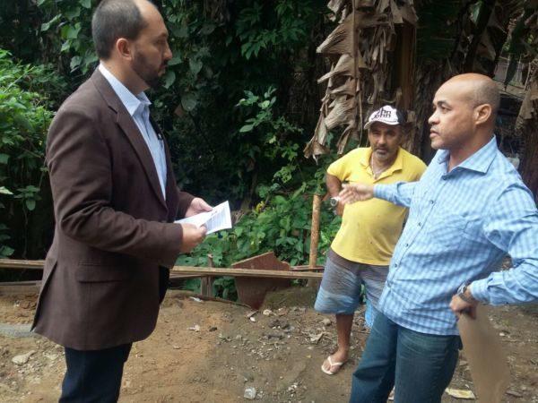No local: Vereador conversa com vice-prefeito sobre problemas do córrego Bugio