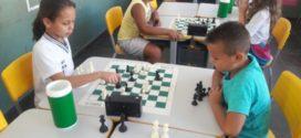 Alunos de Quatisque jogam xadrez têm melhor desempenho em matemática