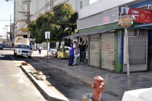 Fluidez: Banca de jornal que ficava em frente ao Amparo foi retirada (Foto: Paulo Dimas)