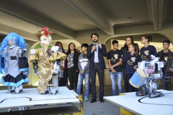 Visita: Nesta sexta-feira, o prefeito Samuca Silva foi até escola se despedir dos estudantes (Foto: Geraldo Gonçalves/ Secom VR)