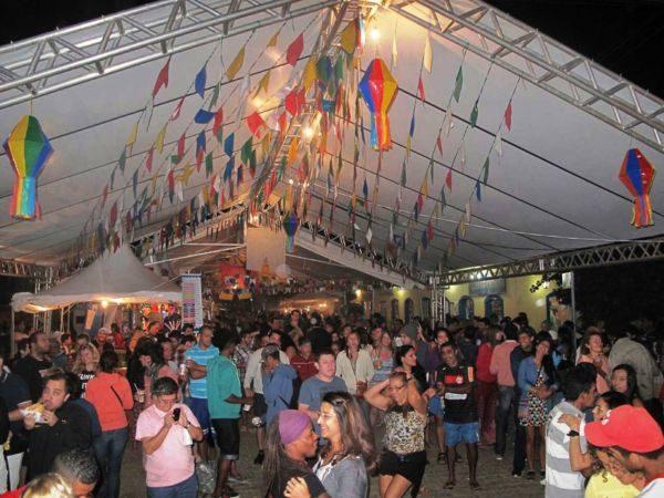 Festa: Arraia du Abraão apresenta atrações para moradores e turistas na Ilha Grande