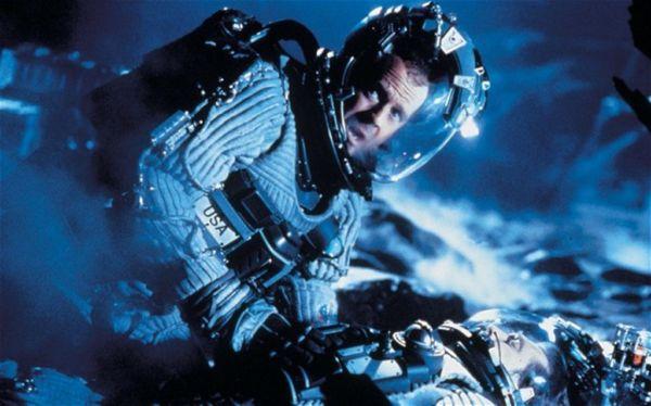 Bruce Willis: Adequadamente vestido para o espaço