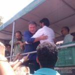 No palanque: Alvaro Dias cumprimenta Samuca durante a campanha eleitoral
