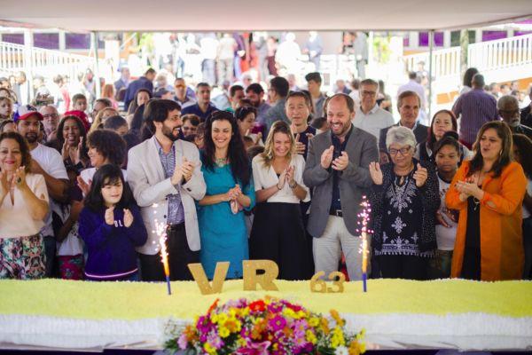 Parabéns para Volta Redonda: Tradicional corte do bolo aconteceu na manhã de hoje na Praça Sávio Gama (Fotos: Divulgação/PMVR)