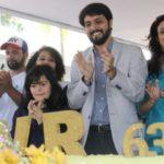 Comemora: Samuca canta 'parabéns' para Volta Redonda durante comemoração do aniversário da cidade (Foto: Secom PMVR)