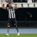 Avassalador: Rodrigo Lindoso abriu o placar logo no primeiro minuto de jogo no Nilton Santos (Foto: Vitor Silva / SS Press / Botafogo)
