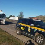 Motorista da carreta foi assaltado quando estava num posto de combustíveis em Cachoeiro do Itapemirim, no Espírito Santo (Foto: Cedida pela Polícia Rodoviária Federal)