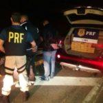 Agentes da PRF apreenderam carro com drogas na Via Dutra (Foto: Cedida pela PRF)