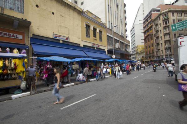Mais fácil: Lojistas vão deixar de pagar as taxas das administradoras de cartão e apostam em aumento nas vendas (Foto: Marcos Santos/USP Imagens)