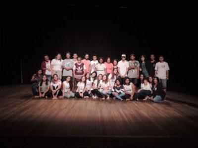 Na prática: Cerca de 100 alunos se reuniram para celebrar as artes cênicas (Fotos: Divulgação)