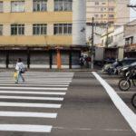 Segurança: Pintura de faixas de pedestre faz parte do plano de recuperação viária, que inclui também instalação de redutores de velocidade (Foto: Jenny Faustich/Ascom PMR)