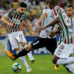 Sem moleza: Time do Fluminense foi bem pressionado pela zaga corintiana, que saiu ilesa de campo (Foto: Lucas Merçon/Fluminense F.C.)