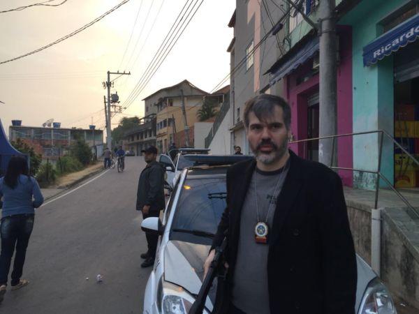 Delegado Antônio Furtado esteve com policiais civis e militares na busca por suspeito de homicídio