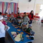 Mão na massa: Alunos das escolas municipais participam de oficinas (Foto: Divulgação/PMPR)