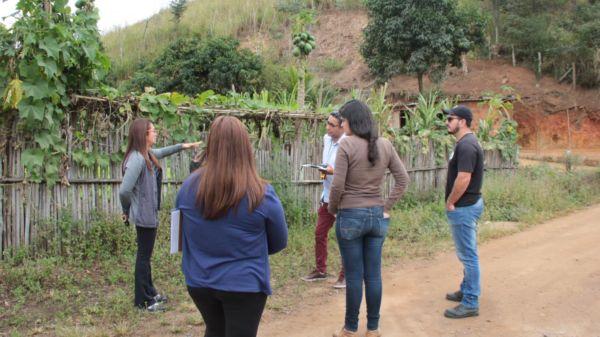 Trabalho: Grupo está percorrendo o município para identificar construções que se encontram em áreas de risco, de preservação e irregulares (Foto: Divulgação/Ascom PMP)