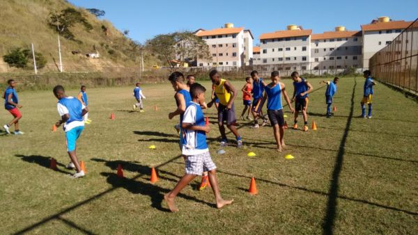 Futebol: Resultado do 'Nova Esperança' vem colhendo bons frutos, com crianças que já se destacam em campeonatos (Foto: Divulgação)