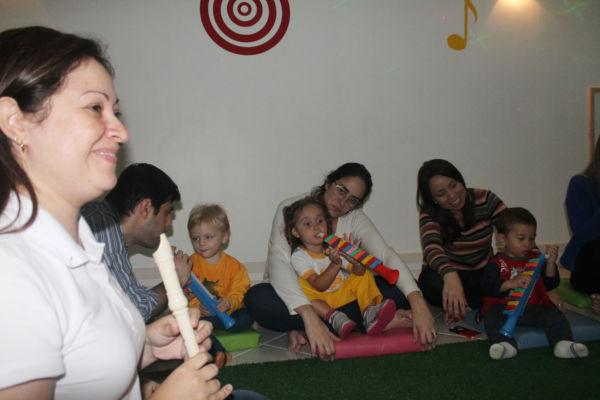 Musicoterapia: Formada por 24 bebês, as turmas vão se reunir, nesta sexta-feira (21), às 18h, para o Primeiro Recital de Bebês do Sul Fluminense (Foto: Divulgação)