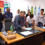 Preto no branco: Rodrigo oficializa criação da Guarda Mirim Municipal