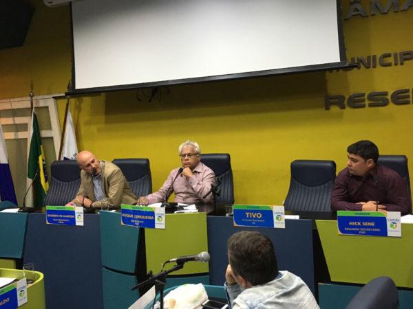 Prestando informações: Secretário de Saúde conversou com vereadores (Foto: CMR)