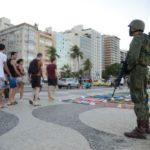 Forças Armadas atuam na segurança pública na praia de Copacabana, zona sul da capital fluminense