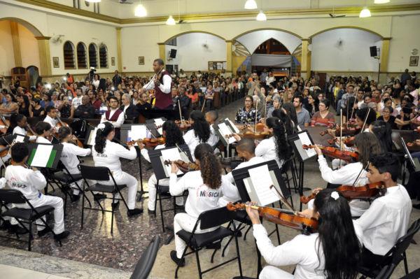 Na Igreja São Sebastião: Músicos internacionais e da região se apresentaram na noite de quarta-feira, no Retiro (Foto: Geraldo Gonçalves/Secom VR)