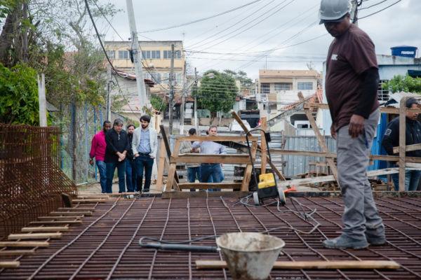 A reconstrução, um investimento de R$ 530 mil, tem o objetivo de ligar o bairro com a Rodovia dos Metalúrgicos, na altura do Hospital da Unimed (Foto: Gabriel Borges-Secom)
