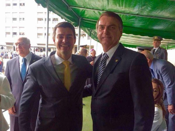 Alianças: Diogo Balieiro e Jair Bolsonaro em cerimônia na Aman
