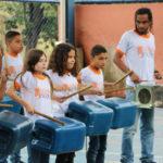 Unindo a teoria à prática: Escola Municipal Sebastião de Paula Coutinho, no São Vicente, recebeu alunos do Drum Lata (Foto: Divulgação/Gustavo Dias)