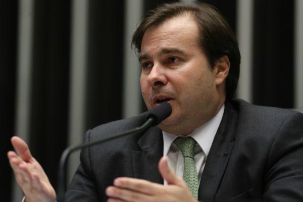 Rodrigo Maia voltou a dizer que considera inconstitucional a mudança de leis trabalhistas por medida provisória