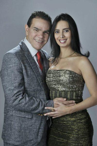 O joalheiro Laci Mendonça e a médica obstetra Simone Pereira Paiva, terão hoje à tarde seu 'Dia D'