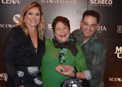 Iana Adour, entre os empresários do mundo fashion Márcia Cristina Guerra Magalhães  e Márcio Alexandre Almeida, no Moda Em Cena