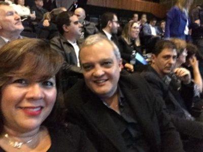 O empresário Marcelo Reis e sua amada, Mônica Soares, na platéia do Citibank Hall, de São Paulo