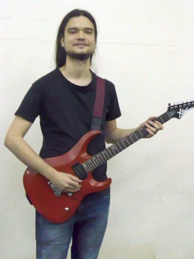 Caminhada: Tiago Luiz iniciou sua vida musical aos 10 anos, no início do Projeto Música nas Escolas (Foto: Gustavo Dias)