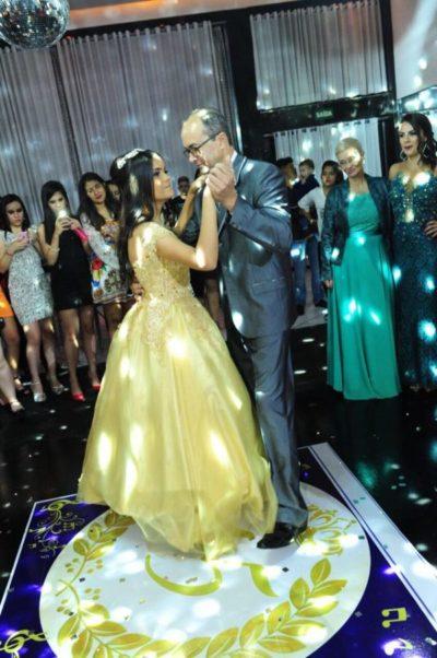 Nathália Abreu na valsa com seus pai, Messias Costa
