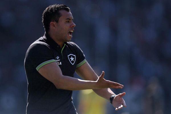 Vontade: Jair Ventura quer a vitória sobre rival para coroar bom momento na temporada