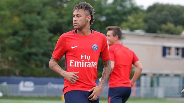 Neymar treinou pela primeira vez com os novos companheiros na tarde desta sexta