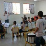 Música: Projeto oferece aulas de música, com teoria e prática realizadas ao mesmo tempo (Foto: Divulgação)