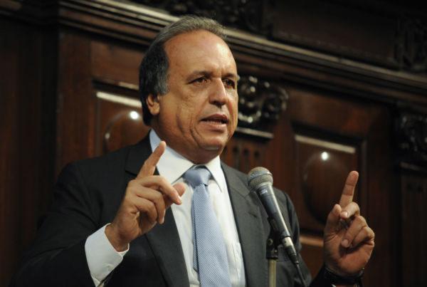 Pezão teve vitória importante em comissão e precisa do mesmo no plenário