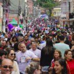 Ruas comerciais do bairro Santo Agostinho ficaram lotadas