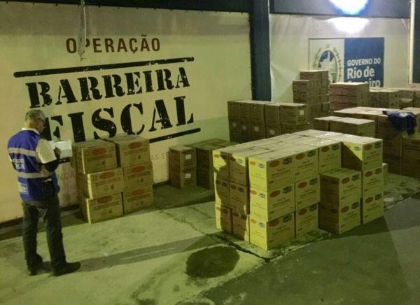 Irregular: Eram 1.366 caixas de doces e biscoitos diversos, com um valor que chegava a ser mais que o dobro do declarado (Foto: Cedida pela Operação Barreira Fiscal)
