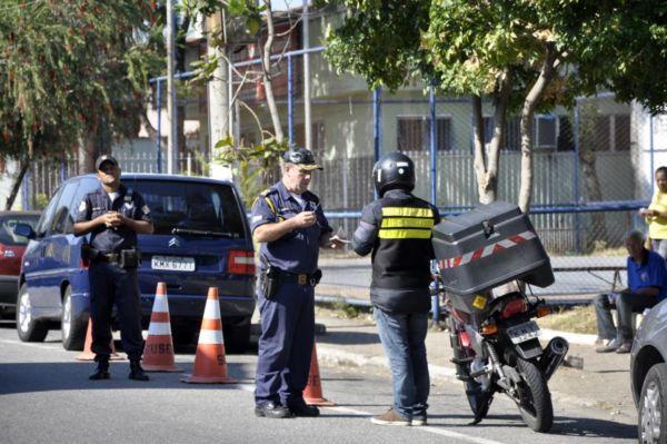 Perto da população: Primeira ação da GMVR aconteceu na Praça Namen Elias Cury, no bairro Vila Mury (Foto: Geraldo Gonçalves/ Secom VR)