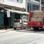 Bombeiros apagaram os fogos que vinham da cozinha da hamburgueria no Ano Bom (Foto: Enviada via WhatsApp)