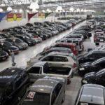 Venda de carros chega a sofrer redução de dois terços em algumas lojas