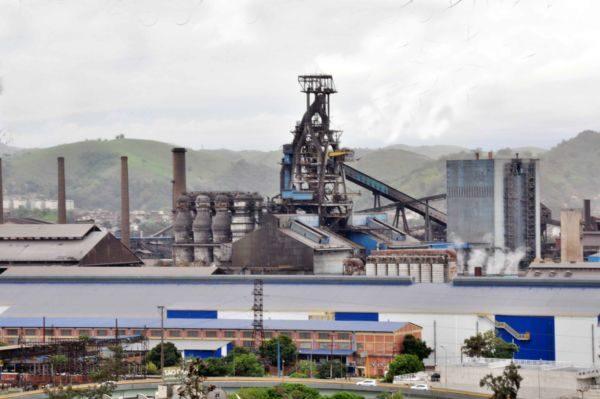 Contratações da indústria evitam saldo negativo de empregos em Volta Redonda