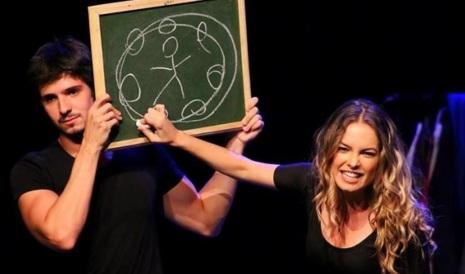 'Primeiro Sinal': A partir da amizade de Rael e Nina, o espetáculo explora de forma leve e engraçada todo o universo dos jovens