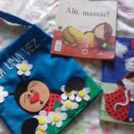 Projeto: Alunos levam uma sacola com um livro de histórias para ser lido por eles na companhia da família (Foto: Divulgação)